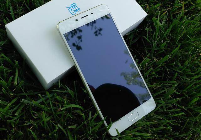 騰訊王者榮耀無工作壓力 令人意外驚喜的魅藍E2手機評測