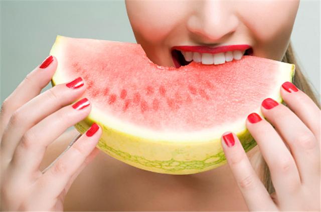 孕妇能吃西瓜吗 孕妇吃西瓜会导致流产吗 专家的说法来了!