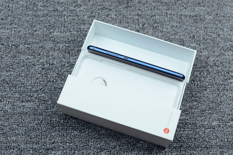 这类细致来源于钻雕蓝——华为公司P10 PLUS