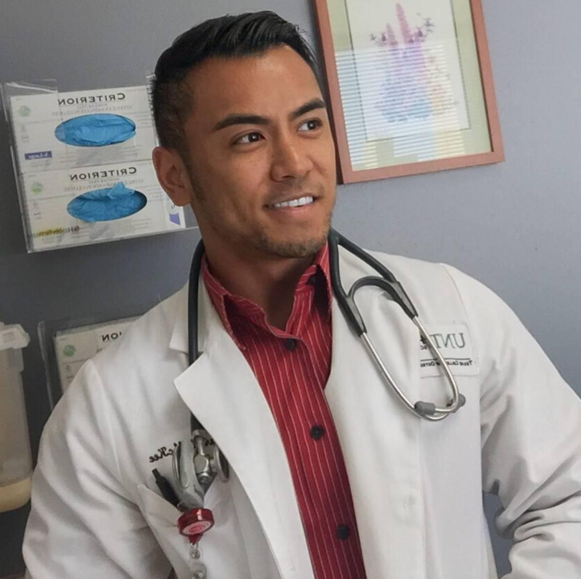 身材好到爆的大四医学生,小小年纪就是健美专业人士