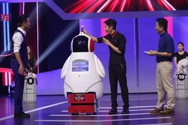 """《加油!向未来》机器人秀""""狗脸识别"""" 3200度烤不熟一只虾?"""