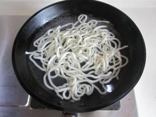 泡菜肉丝炒乌冬面