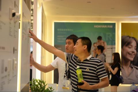 直击上海国际智能家居展:阿里联手鸿雁 打造全屋智能