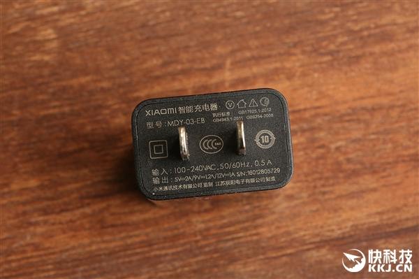 1699元你买不买?小米手机4s店金黄版超清拆箱:很美