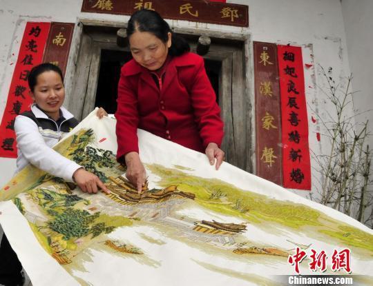广东阿姐耐性足,十年绣出《上河图》