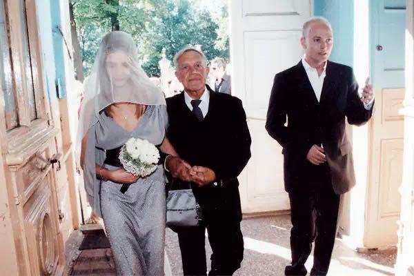 带着3个娃再嫁豪门!她比灰姑娘牛多