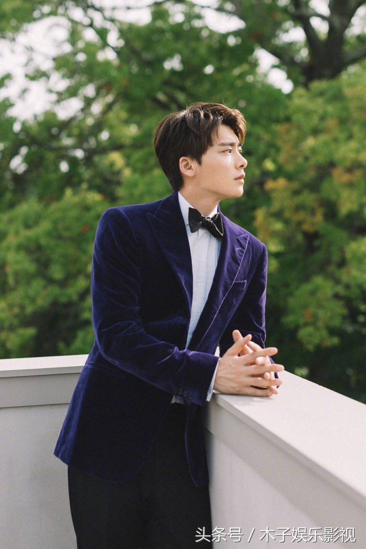 李易峰:紫色西装气质尽显,温柔又帅气,浪漫又优雅!