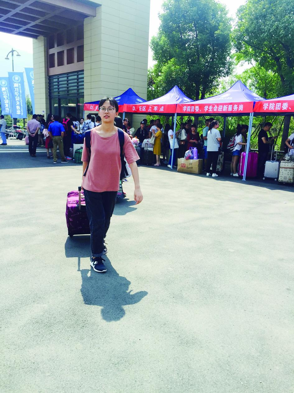 只身一人来报道、刚入学就得到奖学金,温州各大高校迎新故事多