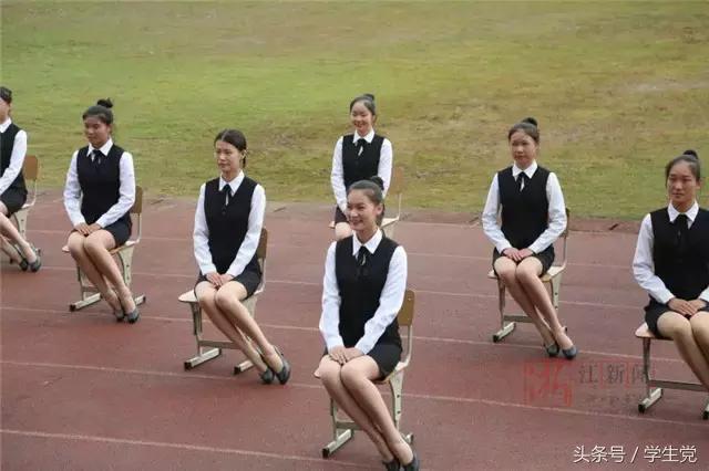 现在的学校运动会开幕会辣眼睛,是学生脑洞大还是学校想出名