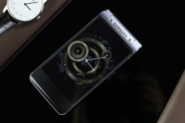 還買iPhone X?三星雙屏幕翻蓋式旗艦級W2018來啦:兩萬塊真富豪機