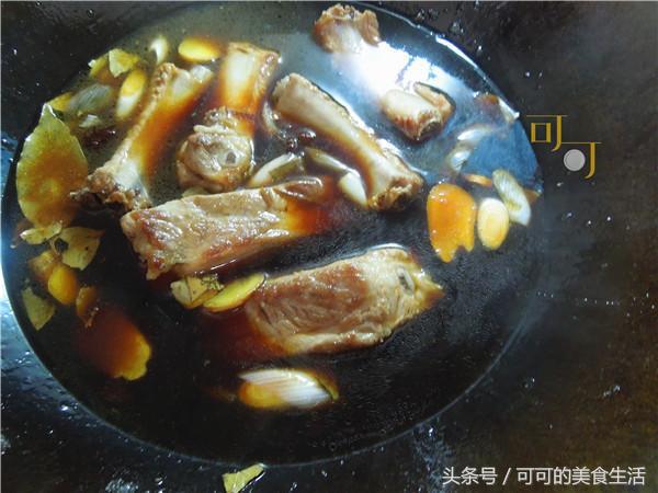 秋天多吃板栗,与排骨同烧香甜软糯,吃了还想吃