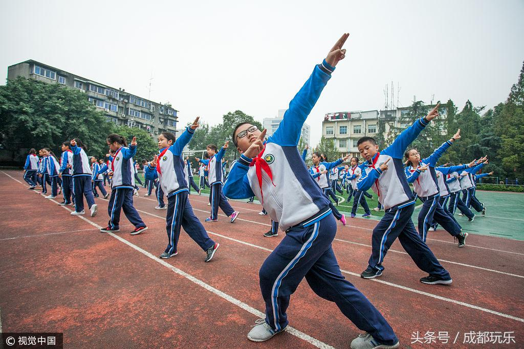 成都川剧广播体操进入中小学 受到学生热捧!