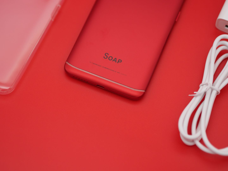 1000元价格手机上也玩时尚潮流,SOAP R11震撼拆箱