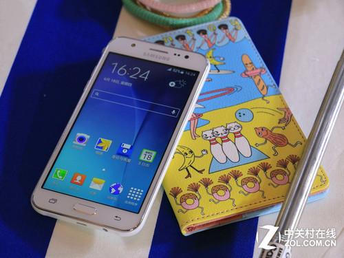 三星GALAXYJ5外型好看 京东商城石羽手机上专卖店869元市场销售中