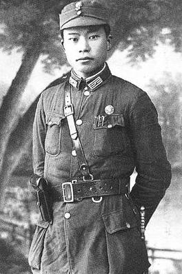 """哪个开国元勋少將曾是毛泽东身边的""""龙虎和卫""""?神枪手十分弹无战争艺术赤潮!"""