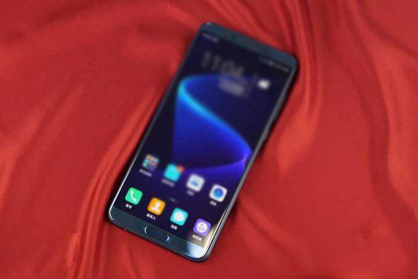 华为手机荣耀V10特性怎样?华为手机荣耀V10极光蓝板图赏