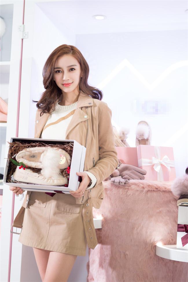 杨颖上海探店变身优雅小公主 网友:可爱值爆棚啦
