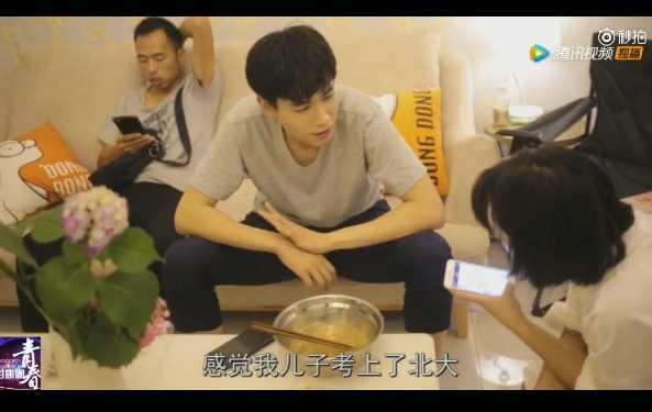 《小美好》花絮:胡一天沈月共同下厨同吃一碗面,亲密擦嘴甜炸