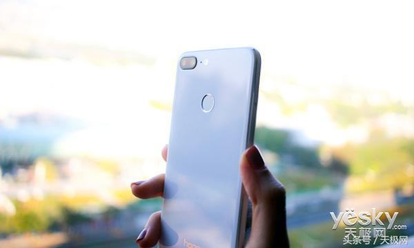 全面屏加四摄的旗舰手机究竟怎样?荣耀9青春版上手评测