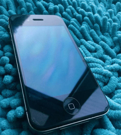 用了六年的iPhone4s仍然那么好看,确实难能可贵!以前多少人想有着!