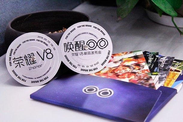 荣誉V8邀请信发布:5月10日见 轻松玩双摄像头 唤起眼睛