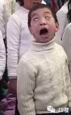 哈哈,戏精!这个小男孩简直承包一天的笑点!