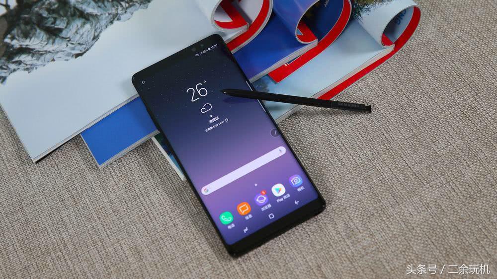 三星最好是的两台手机上,全视曲屏太美了!