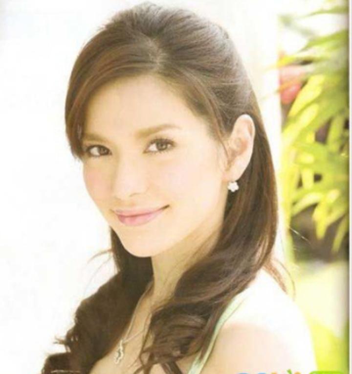 她是泰国真性情女主Aom,从主持到演员,收获完美家庭,女儿萌