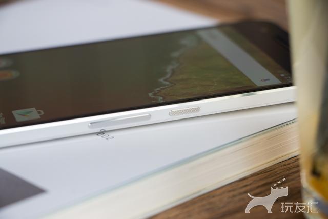 来源于我国的皇太子,Google Nexus 6P 拆箱图赏
