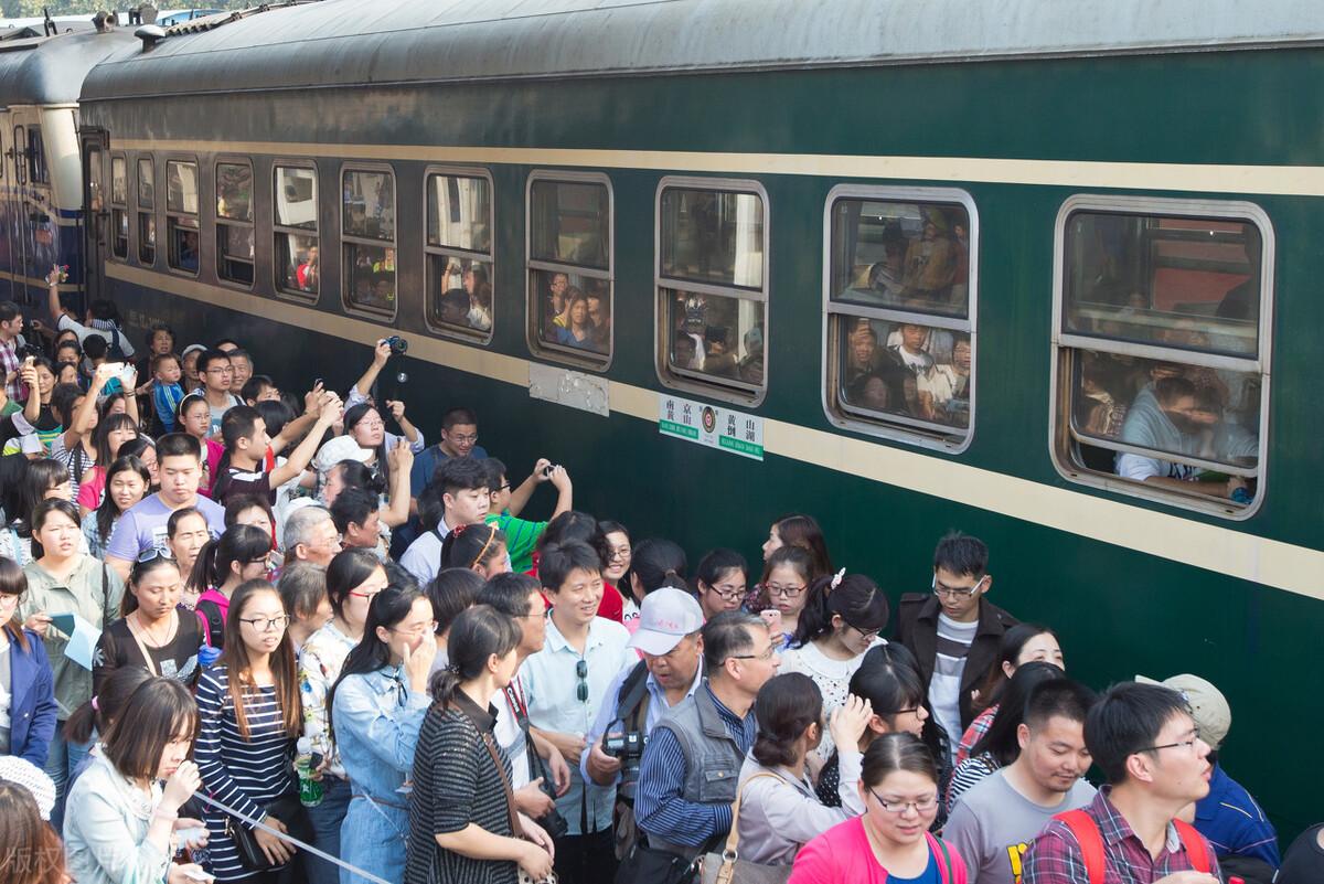 為什麼很多人寧願坐10小時的火車,也不願坐高鐵飛機?