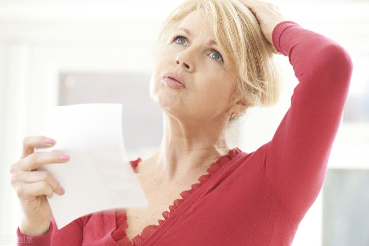 """女人到了更年期,身体会出现3种常见""""问题""""补足气血很重要"""