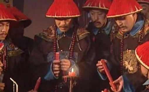 康熙王朝为何周培公一看见蜡烛没灯捻,就断定太监要造反