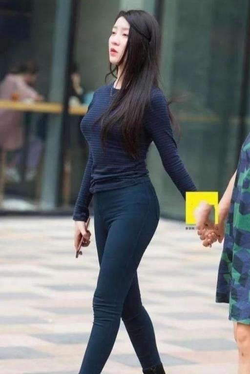 大胆穿紧身裤的女人图片,身材玲珑两腿纤细传说中的腿玩年
