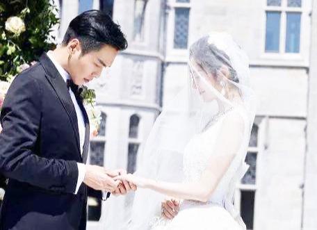 """张若昀被反锁在阳台,唐艺昕""""孕傻""""传染了?粉丝笑出了猪叫!"""