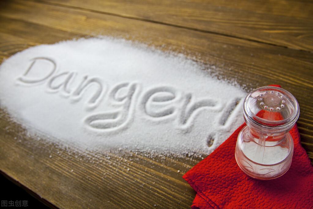 吃得太咸有什么危害?这10个情况需谨记,健康生活从少盐开始