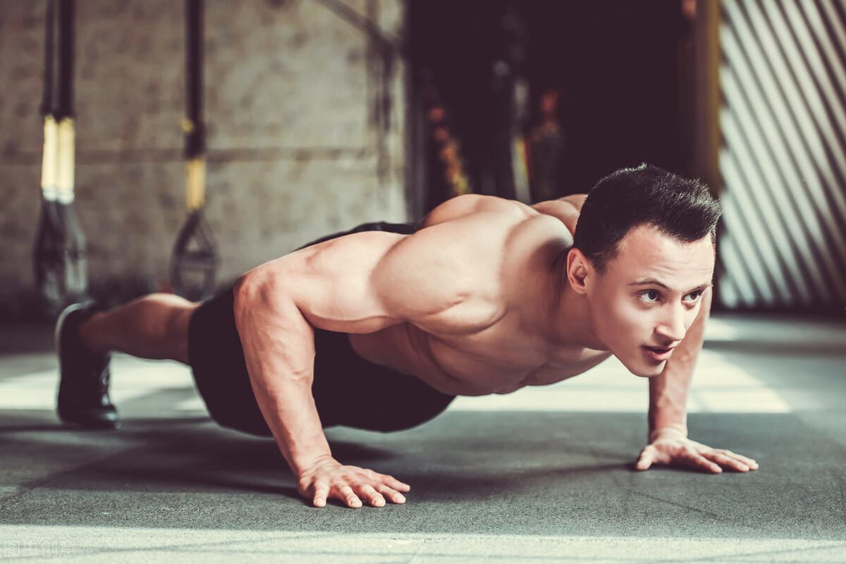 男士坚持这4个健身动作,提高肌肉力量,让你保持年轻状态  健身 第4张
