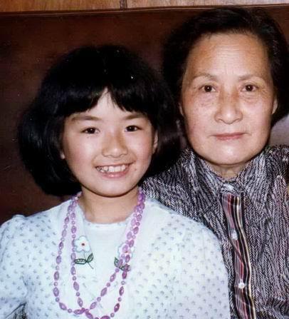 44岁黄奕庆生晒照回巅峰,两婚不幸的背后,都是原生家庭惹的祸