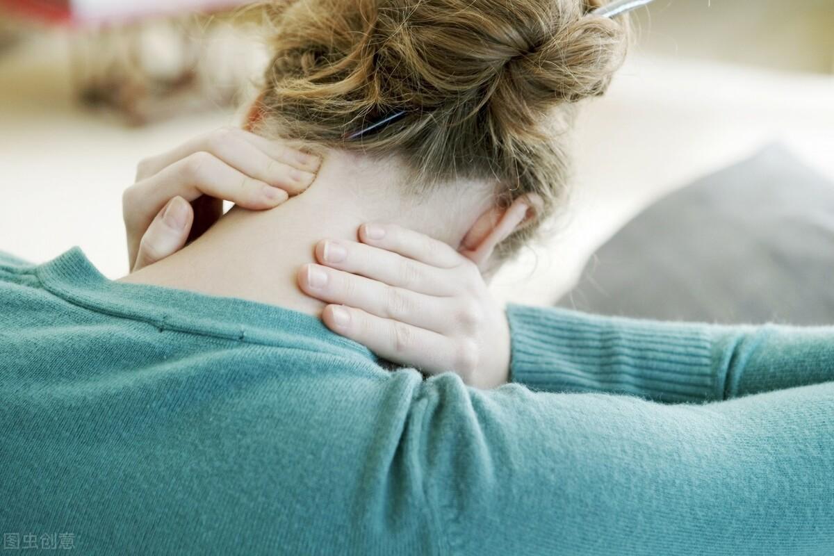 脖子疼痛就是得了颈椎病?不止如此,这5个表现需警惕,早发现早治疗