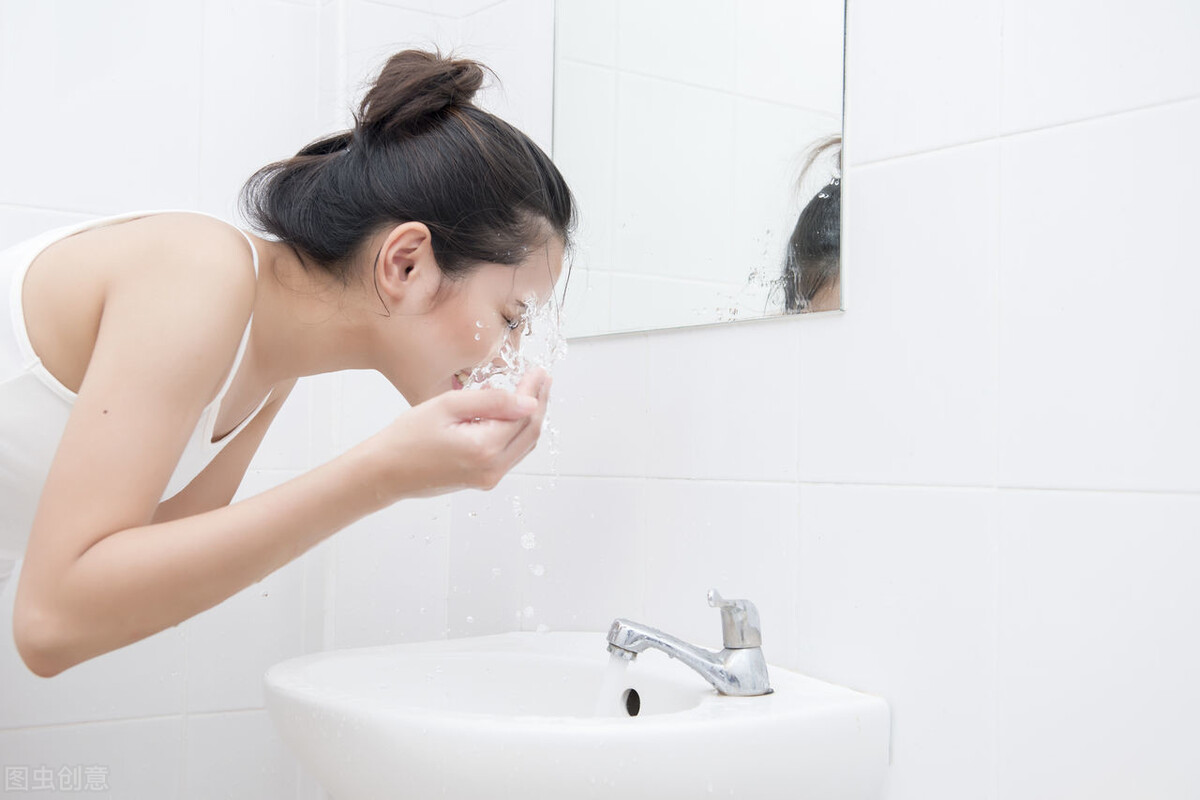 女生皮肤很脆弱,稍有不注意就会受损,3个护肤方法修复皮肤健康