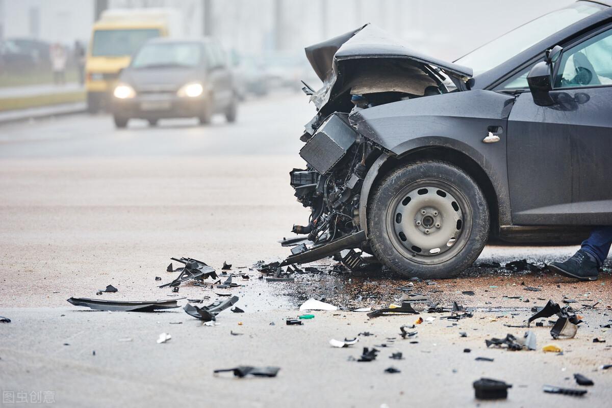酒驾弃车逃跑撞进特警怀里 这一定是特别的缘分 再说酒驾的危害