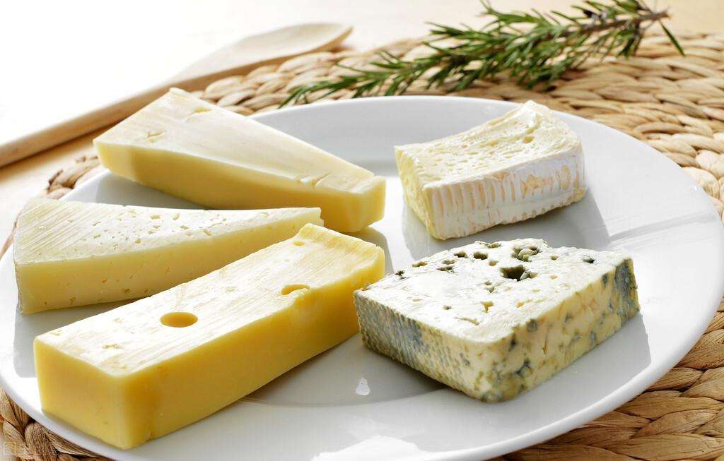 超市的奶酪,为啥有的包装上写3岁才能吃,而有的1岁就能吃了?