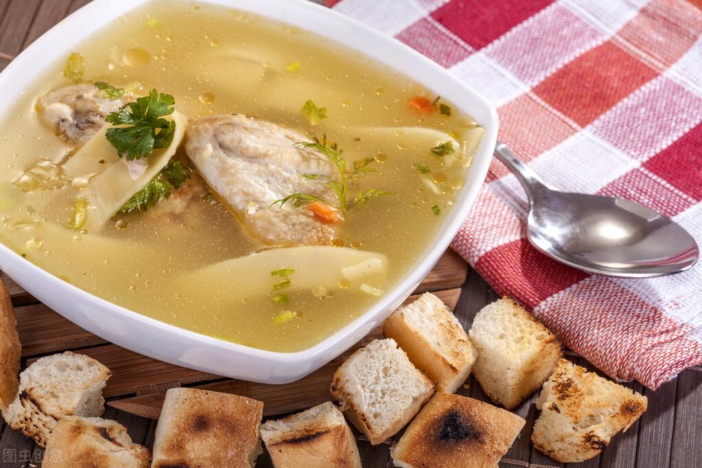 燉雞湯時,雞肉不要直接下鍋燉,教你5個技巧,湯鮮美,肉軟嫩