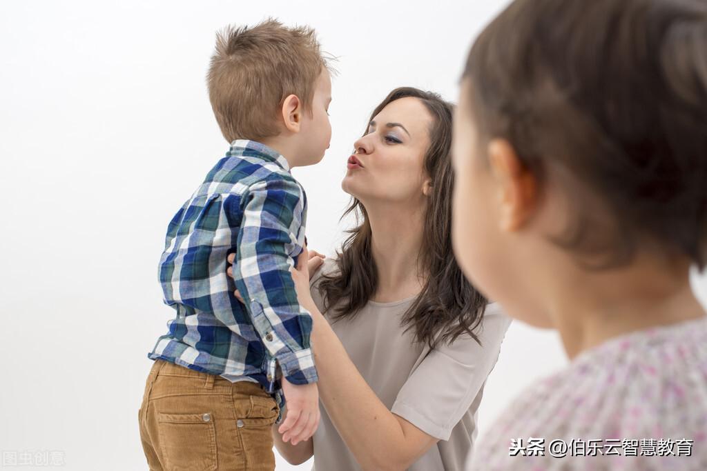 孩子最大的不幸,是需要去讨好自己的父母