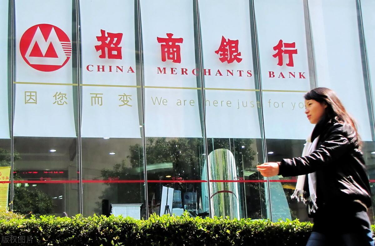 """两家新银行即将成立!为什么网友吐槽:银行越来越不""""人性化""""?"""