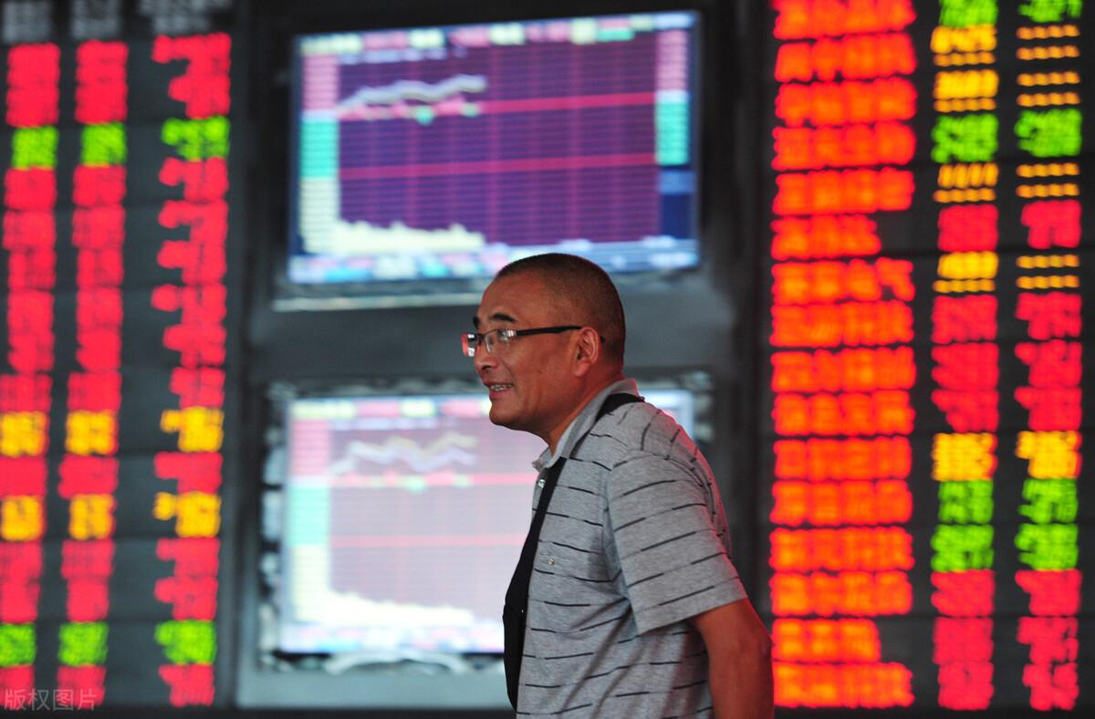 周期性股票的下跌给我们带来了资金