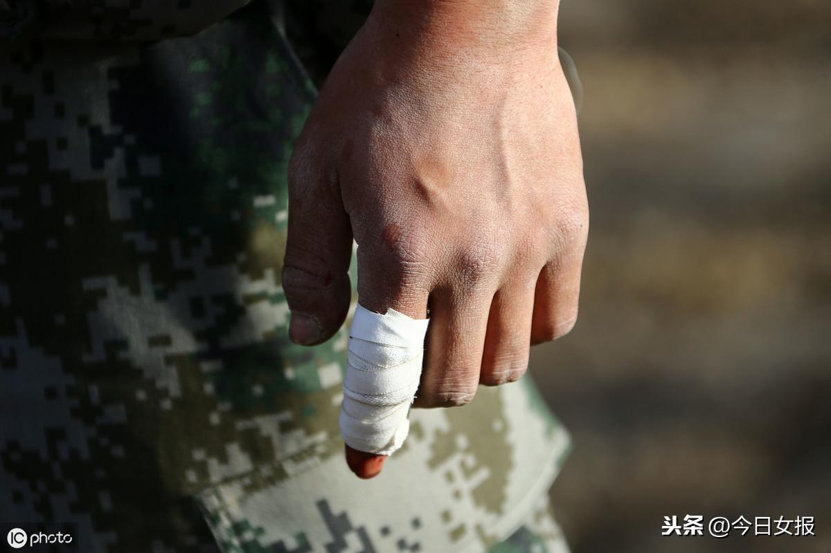 湖南一家医院半月收治20余被玻璃划伤者!网友:都是高温惹的祸