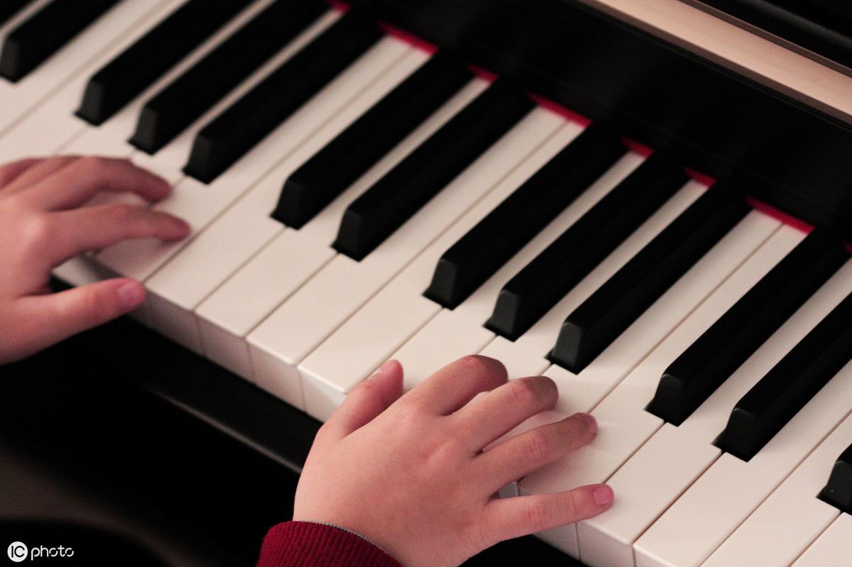 20年钢琴弹奏大师零基础入门教程:80集视频+五线谱,限时免费送