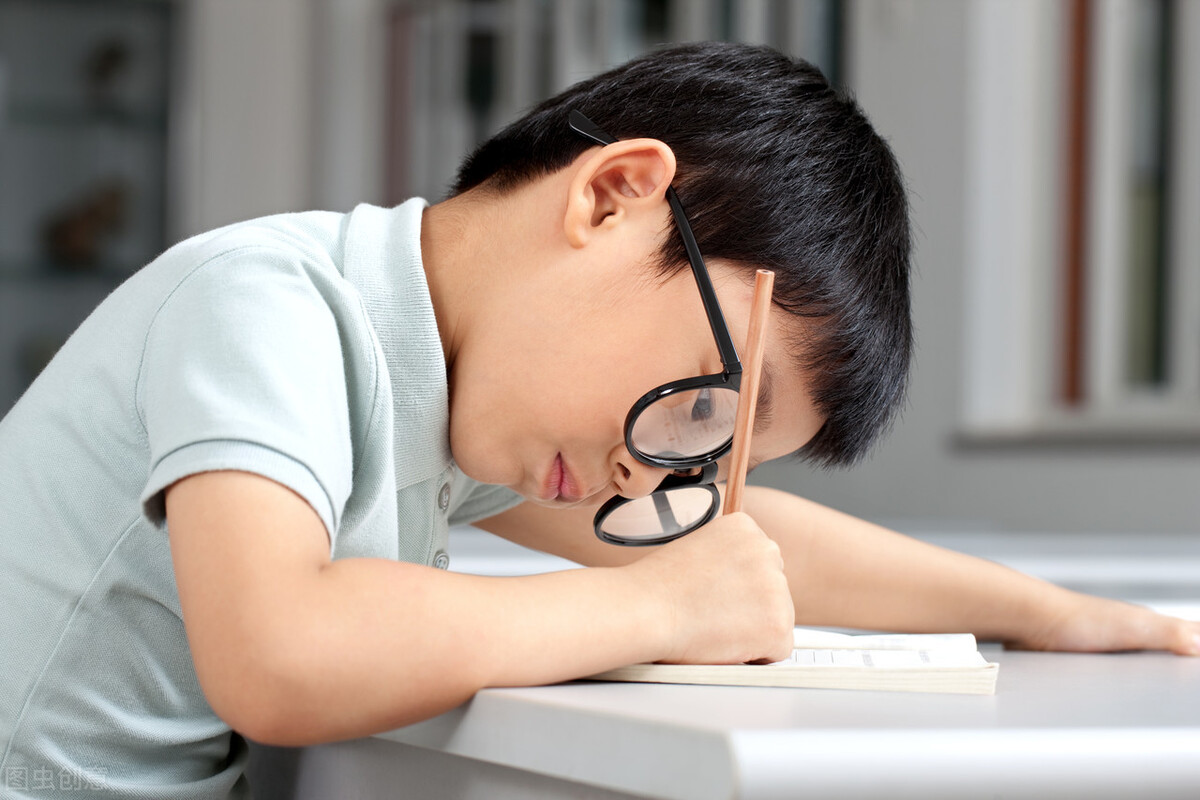 开学了,孩子假期的慵懒学习态度,怎样才能调整好,需家长下功夫