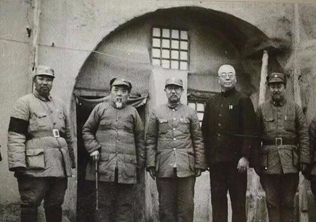 抗战中阎锡山想投降日军,后被此人以死相逼,最终没有做卖国贼