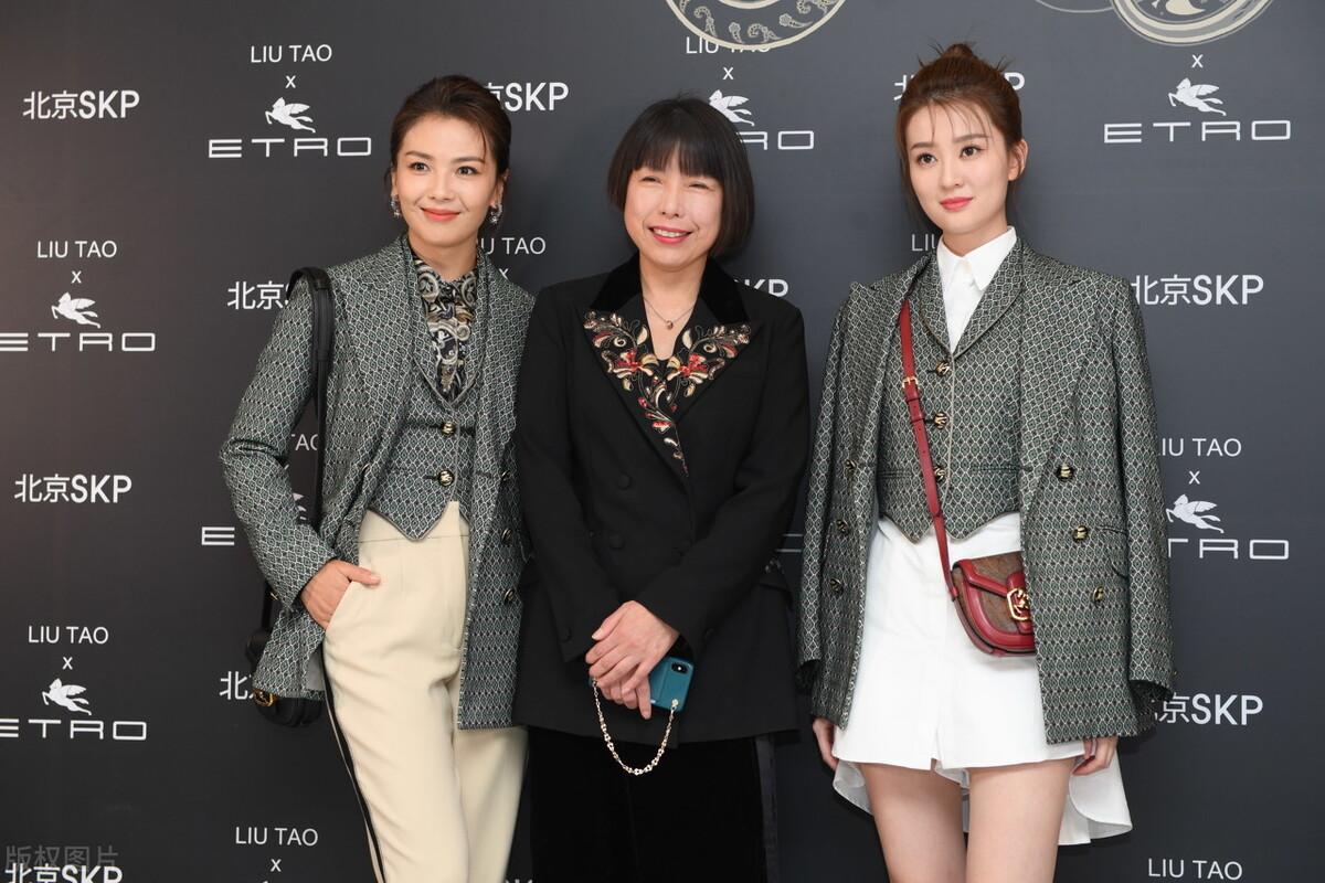 刘涛乔欣同框亲密撞衫,同一件西服因搭配不同,穿出不同的特色来